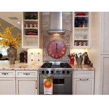 Фотография: Кухня и столовая в стиле Кантри, Современный, Декор интерьера, Часы, Декор дома – фото на InMyRoom.ru
