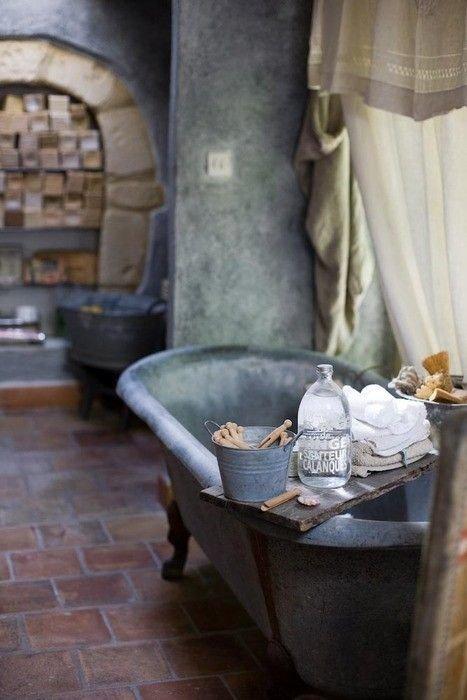 Фотография: Ванная в стиле Лофт, Декор интерьера, DIY, Малогабаритная квартира, Квартира, Декор, Советы, хранение в прихожей, лайфхак, хранение в маленькой ванной, идеи хранения для санузла, маленький санузел – фото на InMyRoom.ru