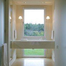Фотография: Ванная в стиле Минимализм, Дом, Цвет в интерьере, Дома и квартиры, Белый – фото на InMyRoom.ru