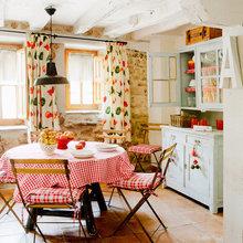 Фотография: Кухня и столовая в стиле Кантри, Декор интерьера, Дом, Аксессуары, Красный – фото на InMyRoom.ru