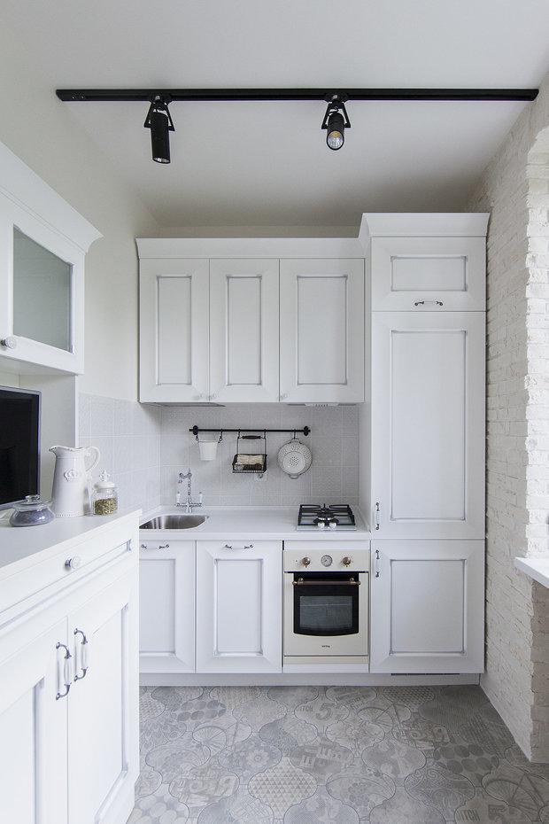 Фотография: Кухня и столовая в стиле Прованс и Кантри, Советы, маленькая кухня, GeekBrains, как сделать кухню удобной, факультет дизайна, факультет дизайна жилых интерьеров – фото на INMYROOM