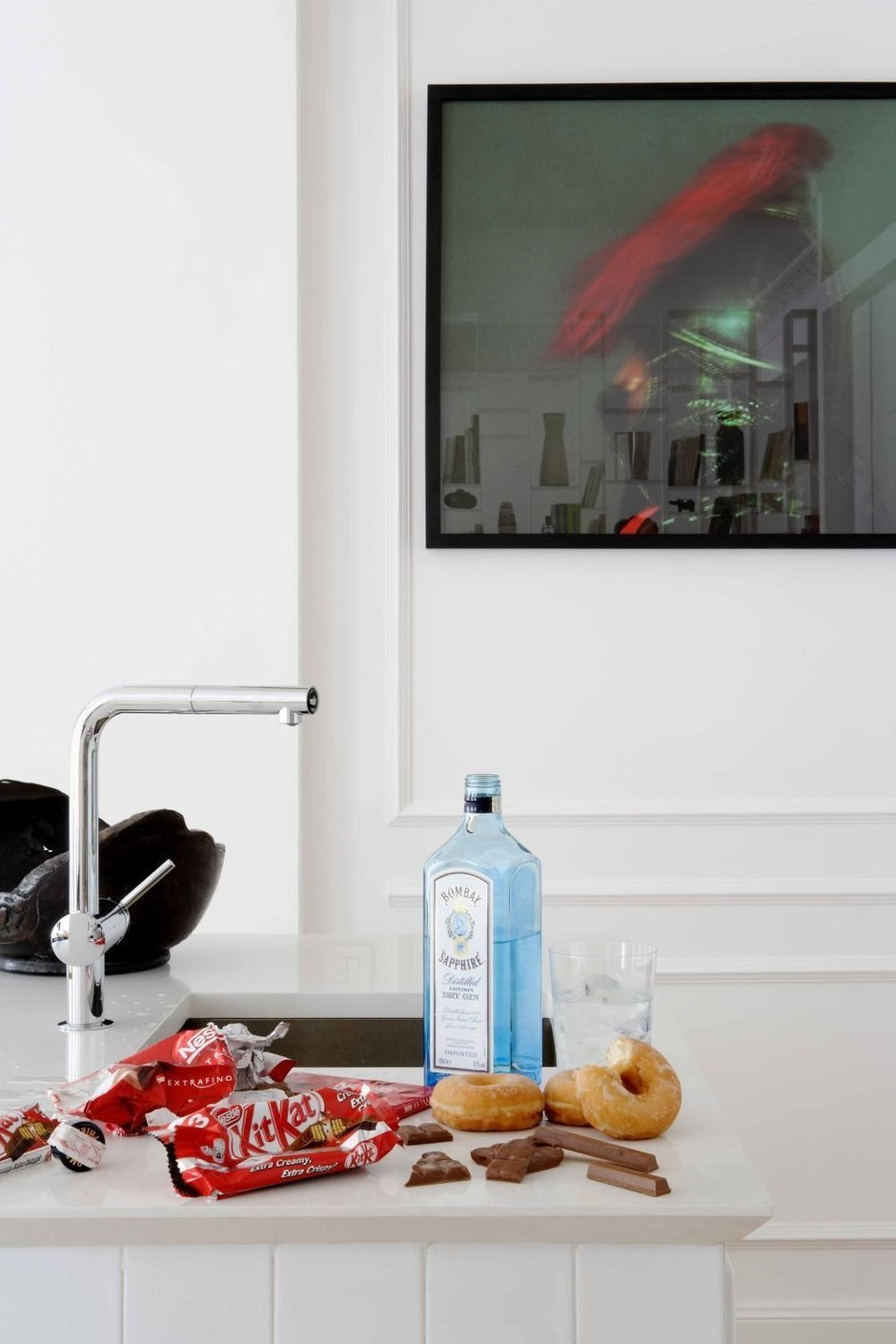 Фотография: Кухня и столовая в стиле Современный, Классический, Эклектика, Квартира, Цвет в интерьере, Дома и квартиры, Белый, Ретро – фото на InMyRoom.ru