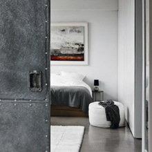 Фотография: Спальня в стиле Лофт, Дом, Цвет в интерьере, Дома и квартиры, Лондон, Серый, Индустриальный – фото на InMyRoom.ru