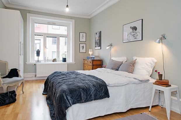 Фотография: Спальня в стиле Скандинавский, Малогабаритная квартира, Квартира, Швеция, Цвет в интерьере, Дома и квартиры, Белый – фото на InMyRoom.ru