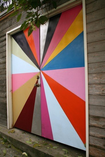Фотография:  в стиле Современный, Декор интерьера, DIY, Дизайн интерьера, Цвет в интерьере, Двери – фото на InMyRoom.ru