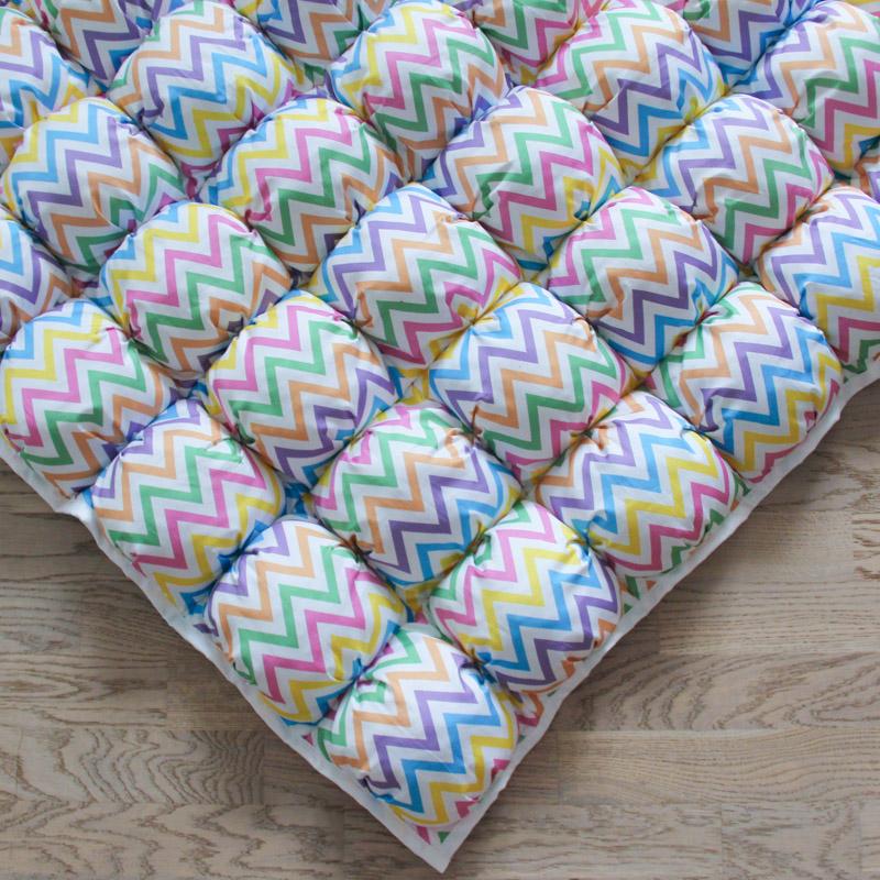 Игровой коврик бомбон Rainbow Zigzag 110х110 см