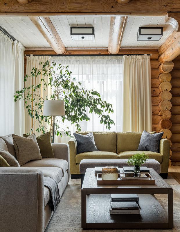 Так, в зоне гостиной появились два удобных дивана и кресло, в которых можно с комфортом расположиться с книгой.