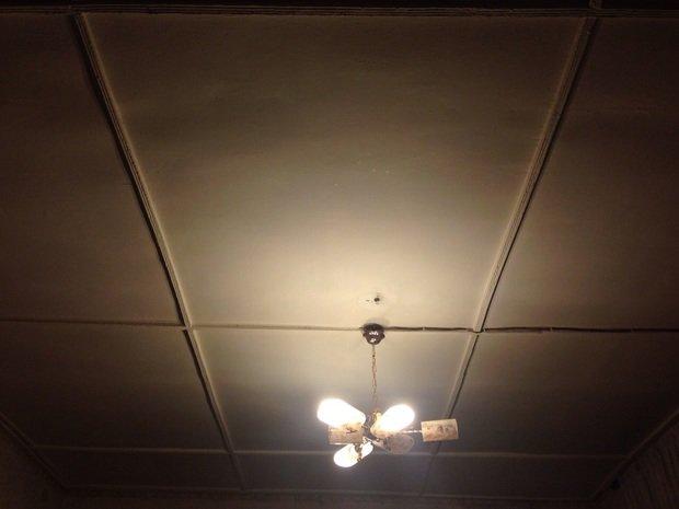 Помогите с потолком.Что с ним сделать интеесного?