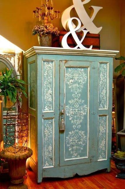 Фотография: Мебель и свет в стиле Прованс и Кантри, Прихожая, Интерьер комнат, Ковер, Шкаф – фото на InMyRoom.ru