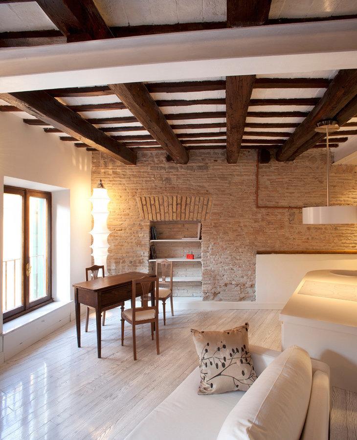 Фотография: Гостиная в стиле , Малогабаритная квартира, Квартира, Италия, Дома и квартиры – фото на InMyRoom.ru