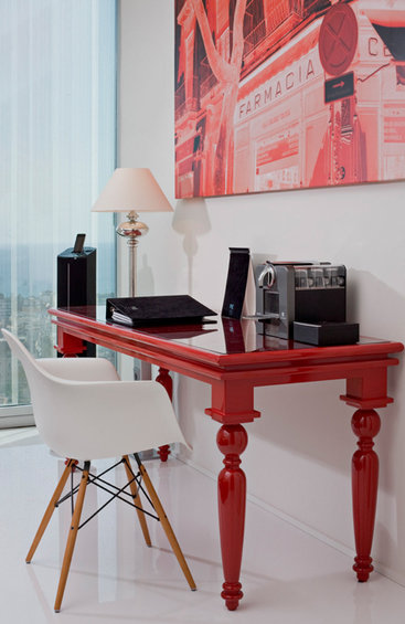 Фотография: Кабинет в стиле Эклектика, Современный, Цвет в интерьере, Дома и квартиры, Городские места, Отель, Красный – фото на INMYROOM