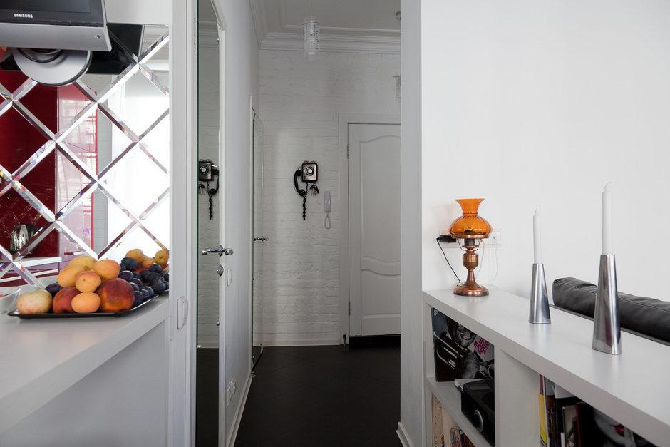 Фотография: Кухня и столовая в стиле Восточный, Лофт, Малогабаритная квартира, Квартира, Цвет в интерьере, Дома и квартиры, Стены – фото на InMyRoom.ru