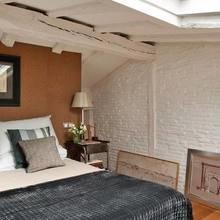 Фотография: Спальня в стиле Кантри, Декор интерьера, Квартира, Терраса, Дома и квартиры, Лестница, Картины, Балки – фото на InMyRoom.ru