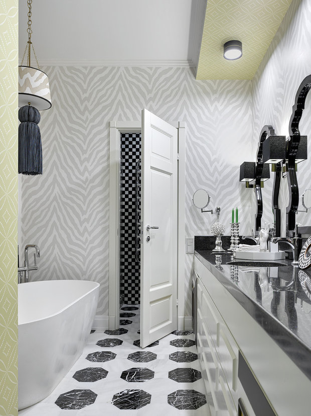 Фотография: Ванная в стиле Классический, Современный, Советы, как поклеить обои, как подобрать обои в интерьер, Ксения Мезенцева, обои в интерьере, обои в ванной – фото на INMYROOM