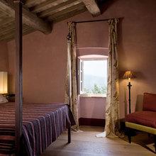 Фотография: Спальня в стиле Кантри, Цвет в интерьере, Дома и квартиры, Городские места, Отель – фото на InMyRoom.ru