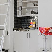 Фотография: Кухня и столовая в стиле Скандинавский, Декор интерьера, Малогабаритная квартира, Квартира, Швеция, Цвет в интерьере, Дома и квартиры, Белый – фото на InMyRoom.ru