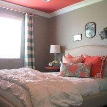 Фотография: Спальня в стиле Кантри, Аксессуары, Декор, Советы, Бежевый, Желтый, Серый, Розовый, Голубой, как освежить интерьер, лайфхак, бюджетный декор, бюджетное обновление интерьера, как обновить интерьер – фото на InMyRoom.ru