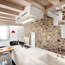 Фотография: Кухня и столовая в стиле Кантри, Современный, Декор интерьера, Архитектурные объекты, Потолок – фото на InMyRoom.ru