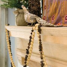 Фотография: Декор в стиле Кантри, Декор интерьера, Праздник, Камин, Новый Год, Свечи – фото на InMyRoom.ru
