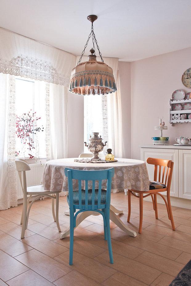 Фотография: Кухня и столовая в стиле Прованс и Кантри, Декор интерьера, Дом, Проект недели – фото на InMyRoom.ru