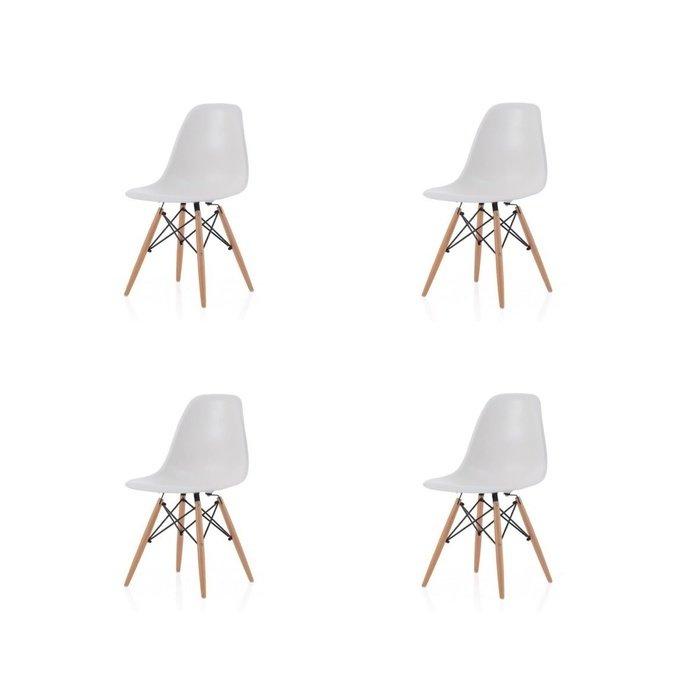 Набор из четырех стульев на деревянных ножках