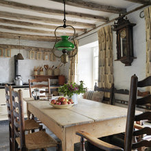 Фотография: Кухня и столовая в стиле Кантри, Дом, Цвет в интерьере, Дома и квартиры, Стены, Балки – фото на InMyRoom.ru