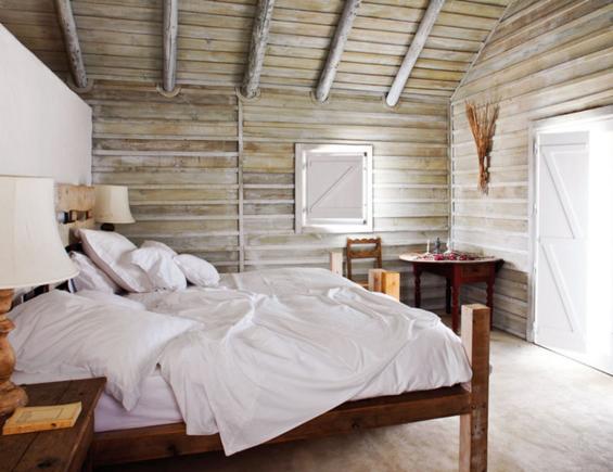 Фотография: Спальня в стиле Прованс и Кантри, Дом, Португалия, Цвет в интерьере, Дома и квартиры, Стены – фото на InMyRoom.ru