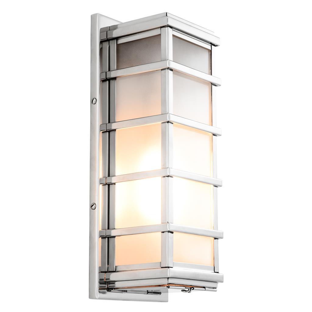 Купить со скидкой Настенный светильник Eichholtz Welby в современном стиле выполнен из металла и белого стекла