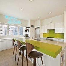 Фотография: Кухня и столовая в стиле Современный, США, Дома и квартиры, Интерьеры звезд, Нью-Йорк, Пентхаус, Панорамные окна, Пол – фото на InMyRoom.ru