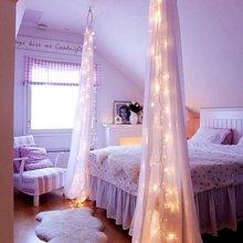 Фотография: Спальня в стиле , Декор интерьера, Декор дома, Праздник, Новый Год, Гирлянда – фото на InMyRoom.ru