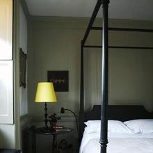 Фотография: Спальня в стиле Кантри, Дом, Индустрия, Люди, Зеркала, Лампы, Подсвечники – фото на InMyRoom.ru