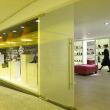 Фото из портфолио Магазин Обуви в Москва-Сити – фотографии дизайна интерьеров на INMYROOM