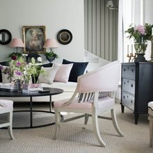 Фотография: Гостиная в стиле Кантри, Классический, Скандинавский, Декор интерьера, Квартира, Черный, Бежевый, Серый, Розовый, бледно-розовый цвет в интерьере, модная палитра в интерьере – фото на InMyRoom.ru