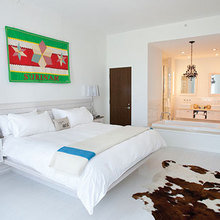 Фотография: Спальня в стиле Эклектика, Цвет в интерьере, Дома и квартиры, Городские места, Отель, Камин, Стены – фото на InMyRoom.ru