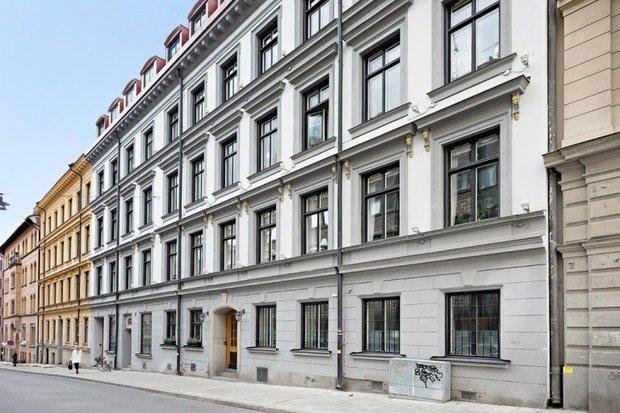 Фотография: Архитектура в стиле Классический, Кухня и столовая, Гостиная, Декор интерьера, Квартира, Швеция, Белый, Черный, Стокгольм, 2 комнаты, до 40 метров – фото на INMYROOM