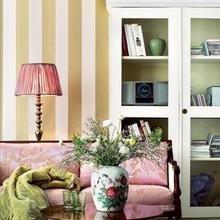 Фотография: Гостиная в стиле Классический, Декор интерьера, Мебель и свет, Шкаф – фото на InMyRoom.ru