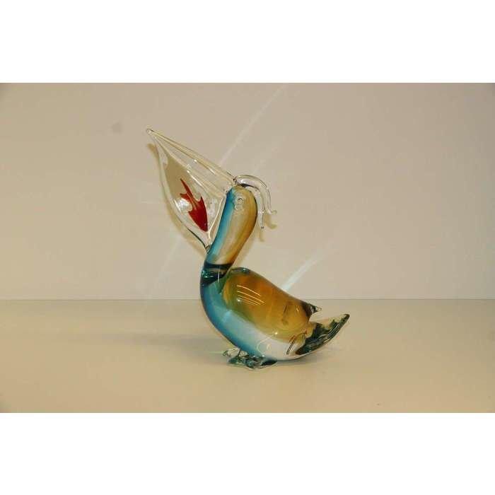 Пеликан с рыбкой