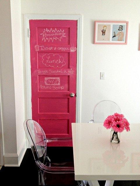 Фотография: Кухня и столовая в стиле Современный, Декор интерьера, DIY, Дизайн интерьера, Цвет в интерьере, Двери – фото на InMyRoom.ru