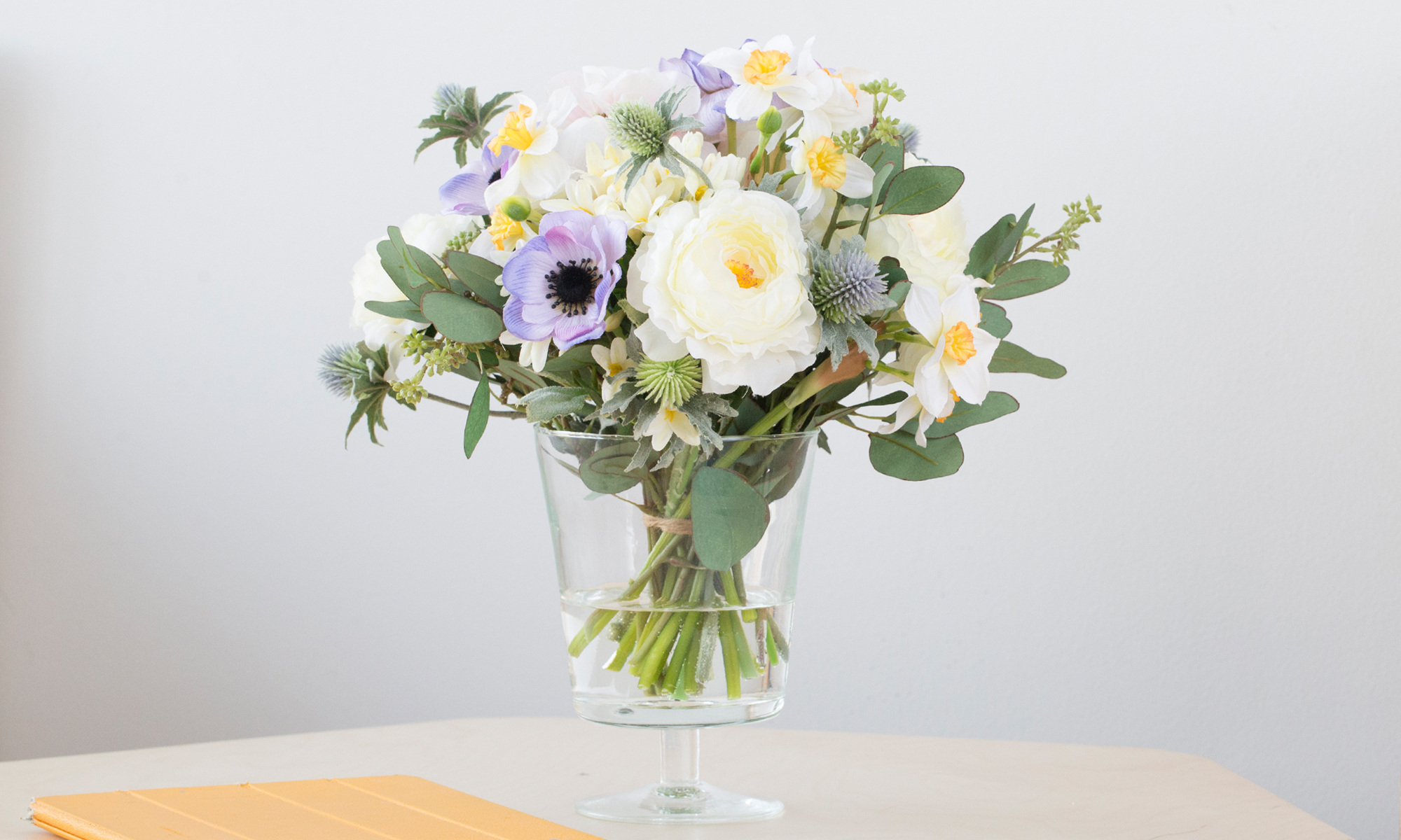 Купить Композиция из искусственных цветов - нарциссы, анемоны, гортензия, inmyroom, Россия