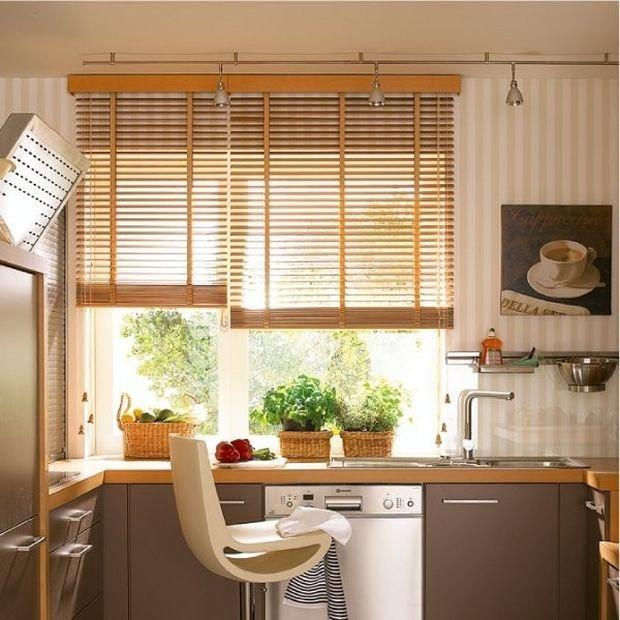 Фотография: Кухня и столовая в стиле Лофт, Декор интерьера, Квартира, Дом, Декор, Жалюзи – фото на InMyRoom.ru