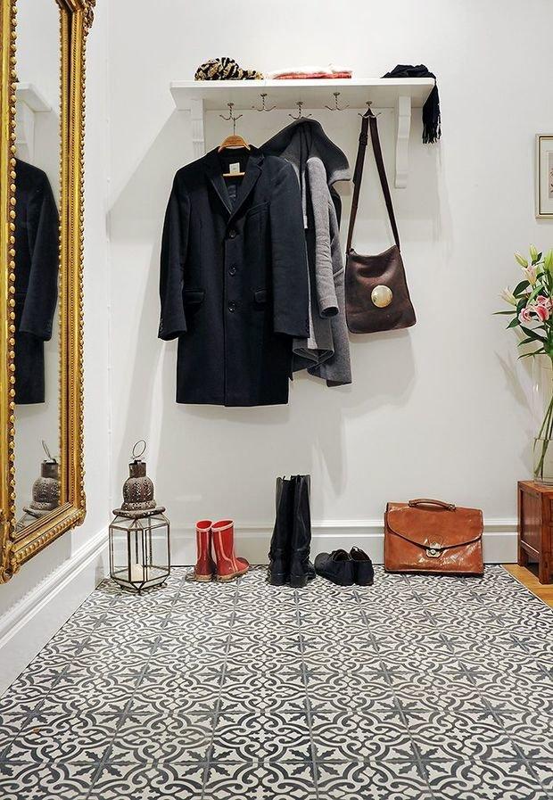 Фотография: Прихожая в стиле Прованс и Кантри, Декор интерьера, Декор дома, Плитка, Ремонт на практике – фото на InMyRoom.ru