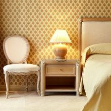 Фотография: Спальня в стиле Классический, Современный, Декор интерьера, Мебель и свет, Кресло – фото на InMyRoom.ru