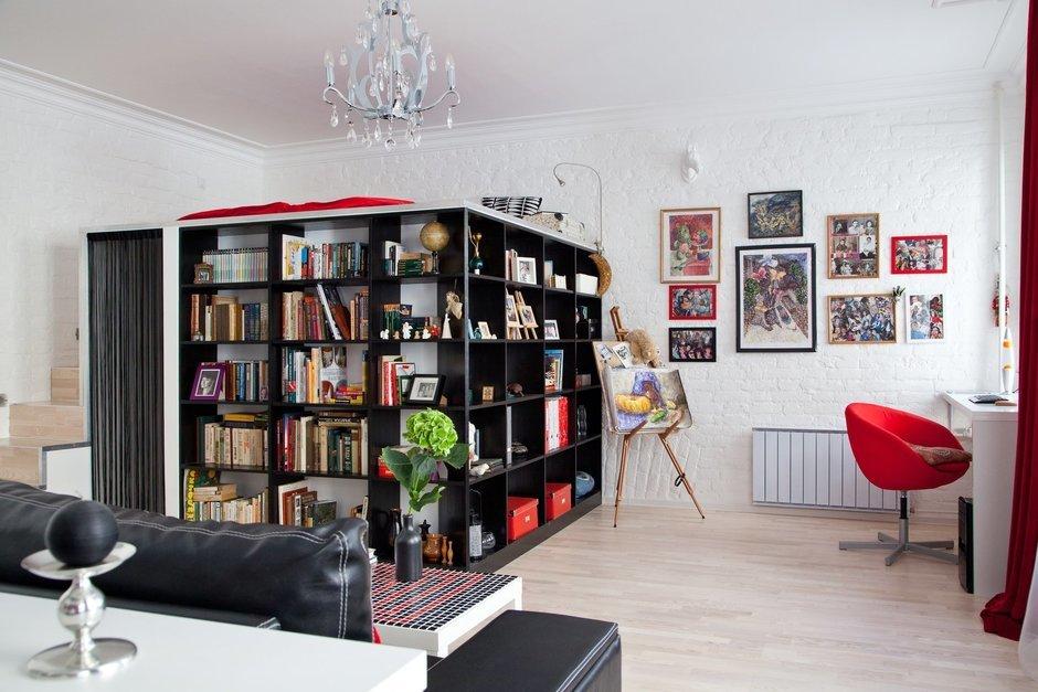 Фотография: Гостиная в стиле Современный, Лофт, Малогабаритная квартира, Квартира, Цвет в интерьере, Дома и квартиры, Стены – фото на InMyRoom.ru