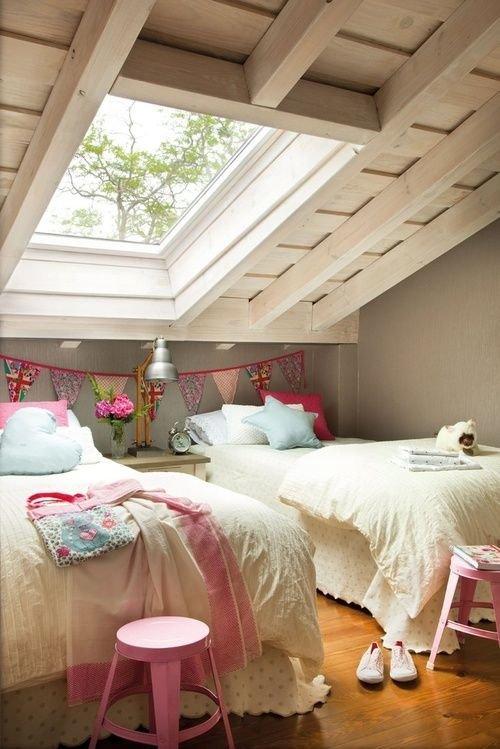 Фотография: Спальня в стиле Прованс и Кантри, Дом, Мебель и свет, Дача, Дом и дача, как обустроить мансарду, идеи для мансарды – фото на InMyRoom.ru