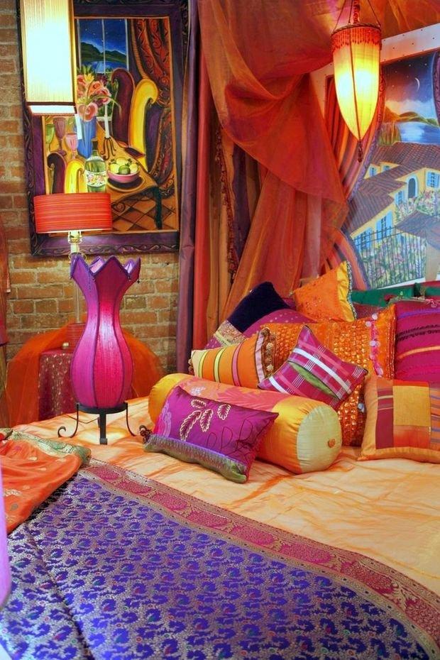 Фотография: Декор в стиле Восточный, Гостиная, Эклектика, Декор интерьера, Красный, Желтый, Синий, Розовый, Фуксия – фото на INMYROOM