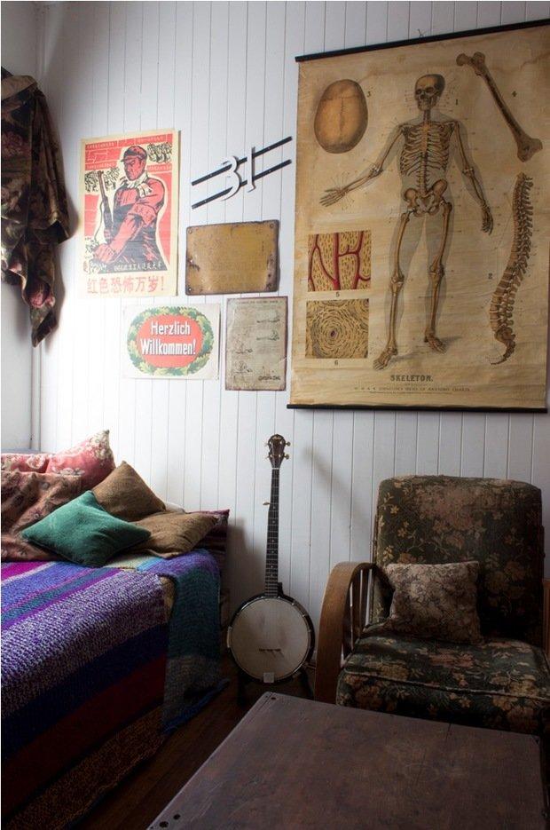 Фотография: Спальня в стиле Лофт, Эклектика, Декор интерьера, Хранение, Стиль жизни, Советы – фото на InMyRoom.ru