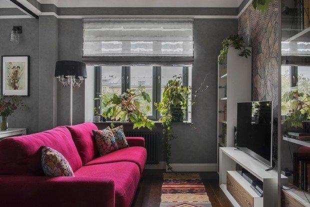 В гостиной мебель изготовлена отечественной фабрикой по эскизам дизайнера.