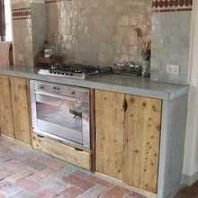 Фотография: Кухня и столовая в стиле Кантри, Декор интерьера, Мебель и свет, Индустрия, Люди – фото на InMyRoom.ru