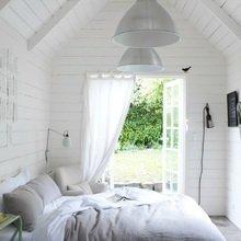 Фотография: Спальня в стиле Скандинавский, Декор интерьера, Декор дома, Цвет в интерьере, Белый, Бассейн – фото на InMyRoom.ru