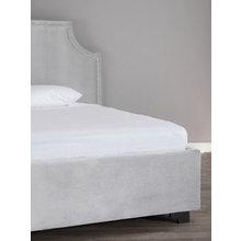 Кровать Castle Fog с изящным изголовьем из натурального бархата 200х200
